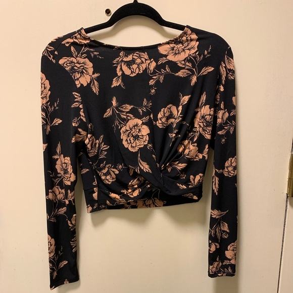 Forever 21 Tops - Forever 21 cropped top